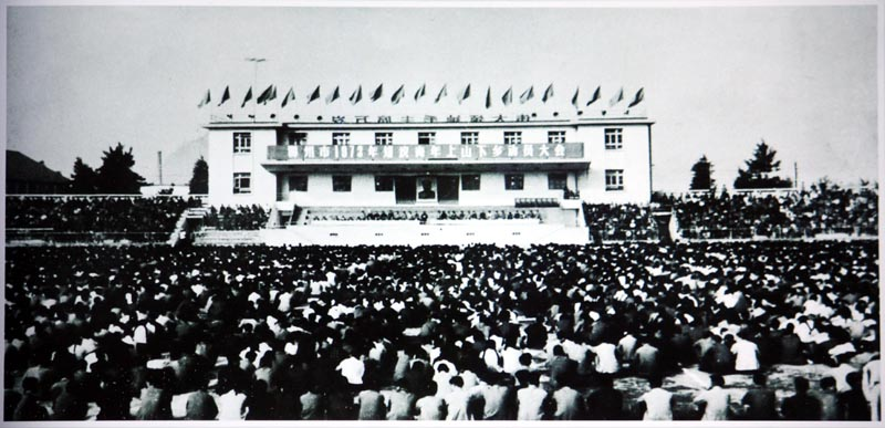 1973 - Rally by young people in Liuzhou People's Square before being sent off to the countryside.