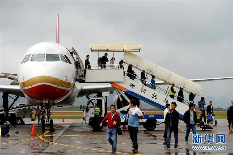 Passengers from Kunming arrive in Liuzhou Airport - 30th March 2014