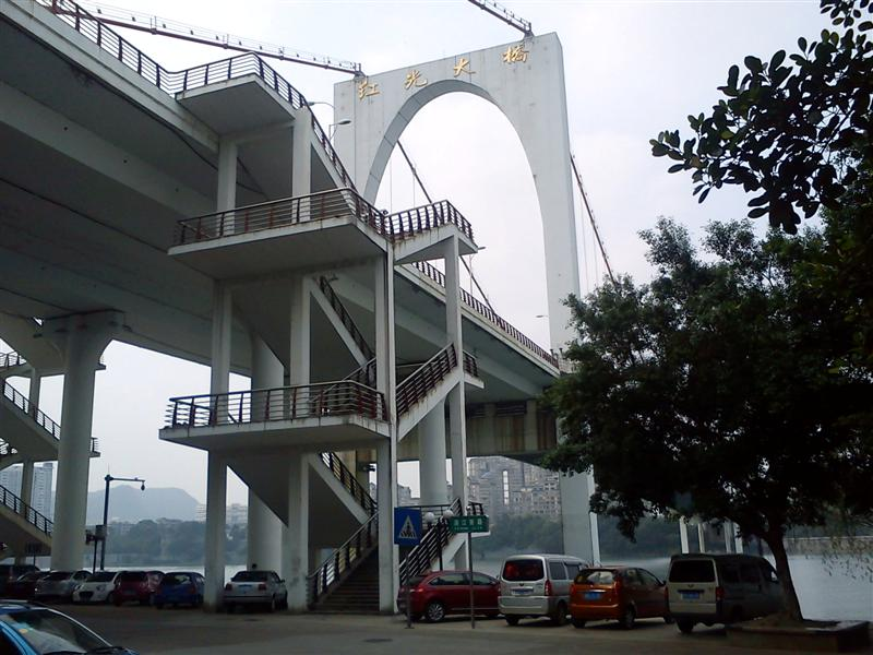 Hongguang Bridge as seen from Binjiang (Riverside) Road