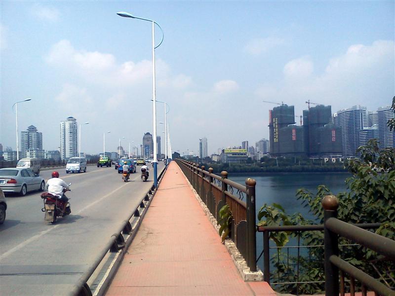 Hudong Bridge looking west