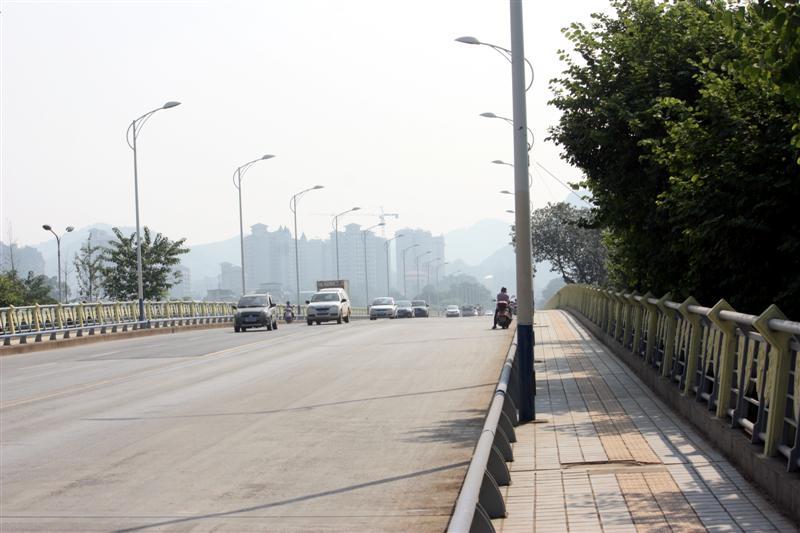 Hedong Bridge looking east
