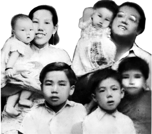 The Huang Family. Junjun is wearing the darker top on the right. The missing Niaoniao is in her father's arms.